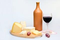 Vetro della bottiglia e del formaggio di vino Immagini Stock