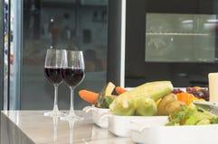 Vetro della frutta fresca, della verdura e del vino rosso Fotografia Stock Libera da Diritti