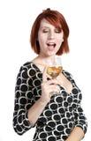 Vetro della holding della giovane donna di vino immagini stock libere da diritti