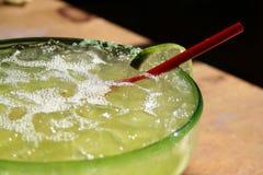 Vetro della Margarita sul tabl Immagini Stock