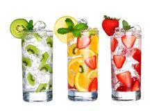 Vetro della raccolta fredda delle bevande di frutta isolata su bianco Fotografie Stock