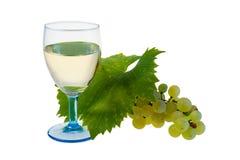 Vetro della vite bianca e dell'uva organica immagine stock