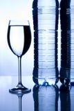 Vetro di acqua minerale Fotografia Stock