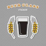 Vetro di birra della pinta di Nonic e due autoadesivi delle punte del grano Fotografie Stock