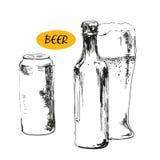 Vetro di birra, delle bottiglie di birra e delle latte Fotografie Stock