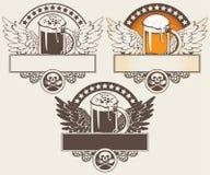 Vetro di birra e delle ali Immagini Stock