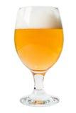 Vetro di birra su una priorità bassa bianca Fotografia Stock