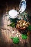 Vetro di birra verde Immagine Stock