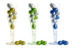Vetro di Champagne con le pasqua-uova Immagine Stock