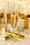 Vetro di champagne contro la priorità bassa della scintilla Fotografia Stock Libera da Diritti