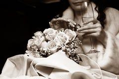 Vetro di champagne e di una caramella per la sposa Fotografia Stock