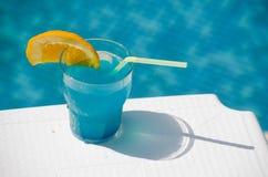 Vetro di cocktail blu Fotografie Stock Libere da Diritti