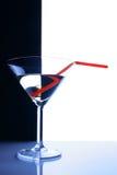 Vetro di cocktail sopra priorità bassa in bianco e nero Fotografie Stock