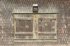 Vetro di finestra di legno norvegese tradizionale Immagini Stock Libere da Diritti