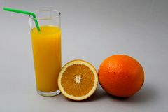 Vetro di rinfresco dell'arancia fotografia stock libera da diritti