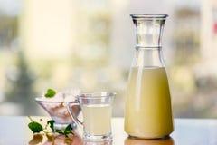 Vetro di siero di latte fotografie stock libere da diritti