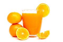 Vetro di succo d'arancia con le fette arancio Immagine Stock Libera da Diritti