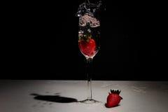 Vetro di vino della fragola Fotografie Stock
