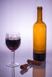 Vetro di vino di cristallo e una cavaturaccioli Fotografie Stock Libere da Diritti