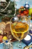Vetro di vino di natale fotografie stock