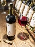 Vetro di vino e della bottiglia di vino Fotografia Stock Libera da Diritti