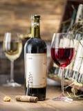 Vetro di vino e della bottiglia di vino Immagini Stock Libere da Diritti