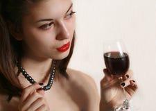 Vetro di vino e della gioventù. Fotografia Stock