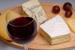 Vetro di vino e di formaggio Fotografie Stock