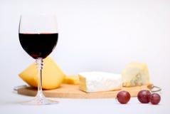 Vetro di vino e di formaggio Fotografia Stock Libera da Diritti