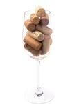 Vetro di vino riempito di sugheri del vino Fotografia Stock Libera da Diritti