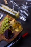 Vetro di vino rosso e bianco Immagine Stock