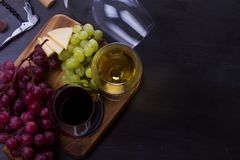 Vetro di vino rosso e bianco Fotografia Stock