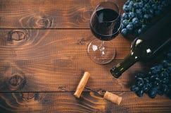 Vetro di vino rosso e dell'uva Fotografie Stock Libere da Diritti