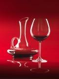 Vetro di vino rosso e della brocca Immagine Stock