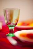 Vetro di vino su una tabella Immagini Stock