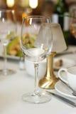 Vetro di vino vuoto nel ristorante della tabella Fotografie Stock
