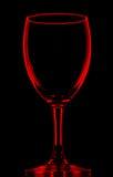 Vetro di vino vuoto rosso trasparente sul nero fotografia stock libera da diritti