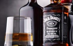 Vetro di whiskey e della bottiglia di Jack Daniel Immagini Stock