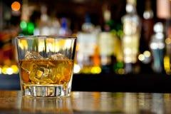 Vetro di whiskey scozzese Fotografia Stock