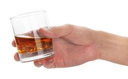 Vetro di whisky a disposizione Fotografia Stock