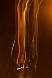 Vetro dorato di whiskey e delle linee gialle Fotografia Stock Libera da Diritti