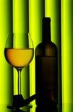 Vetro e bottiglia di vino fotografie stock