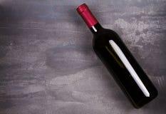 Vetro e bottiglia di vino rosso e bianco con l'uva Del vino vita ancora Immagini Stock Libere da Diritti