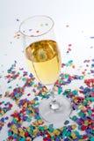 Vetro e coriandoli di Champagne Fotografia Stock Libera da Diritti