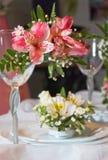 Vetro e fiori Fotografie Stock