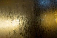 Vetro e gocce di pioggia nebbiosi Fotografie Stock
