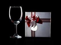 Vetro e presente di vino vuoti Fotografia Stock Libera da Diritti