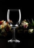 Vetro e rose di vino vuoti Fotografia Stock Libera da Diritti