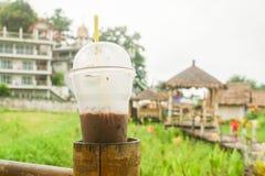 Vetro ghiacciato del cioccolato con il fondo del giacimento del riso Immagine Stock Libera da Diritti