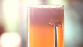 Vetro girante di birra inglese archivi video